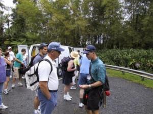 Visitantes se preparan para comenzar una excursión en El Yunque. (Tomada: cruises.about.com)