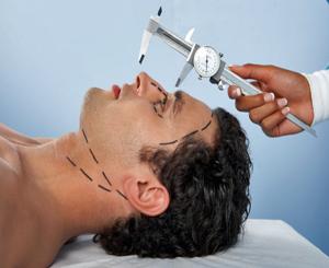 Actualmente las intervenciones en hombres oscilan entre un 10% a un 25% del total de procedimientos de cirugía estética. /Foto tomada de revista Hoy hombre.com