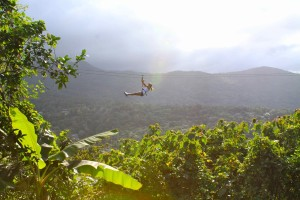 """El Yunque incorpora la actividad del zip-line a través de el """"Yunke Zipline Adventure"""" (Tomada: Yunke Zipline Adventure)"""