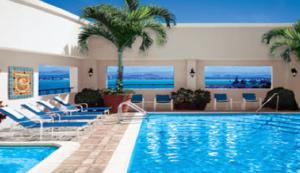 Piscina del Hotel Sheraton ubicado en el Viejo San Juan (tomada de Starwoodhotels.com)
