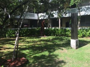 Vista parcial del jardín de Barat Sur, un lugar de paz