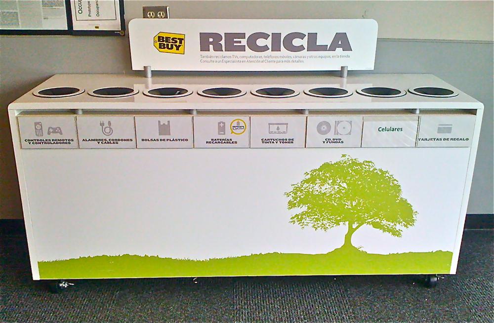En el vestíbulo de la tienda Best Buy, de Hato Rey, se encuentra un contenedor de reciclaje para equipos y accesorios electrónicos, que son altamente tóxicos para el medio ambiente. (Tomada de www.miprv.com)