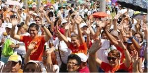 Cientos de participantes bailaron zumba junto a la primera dama Wilma Pastrana y el secretario de Recreación y Deportes Ramón Orta en la inauguración del programa Actívate del DRD. Tomada de www.drd.com