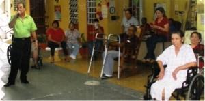 Vicente Rodríguez da charla a envejecientes en acilos como parte del Programa Actívate sobre la nutrición en la edad avanzada. Tomada de www.caborojo.net