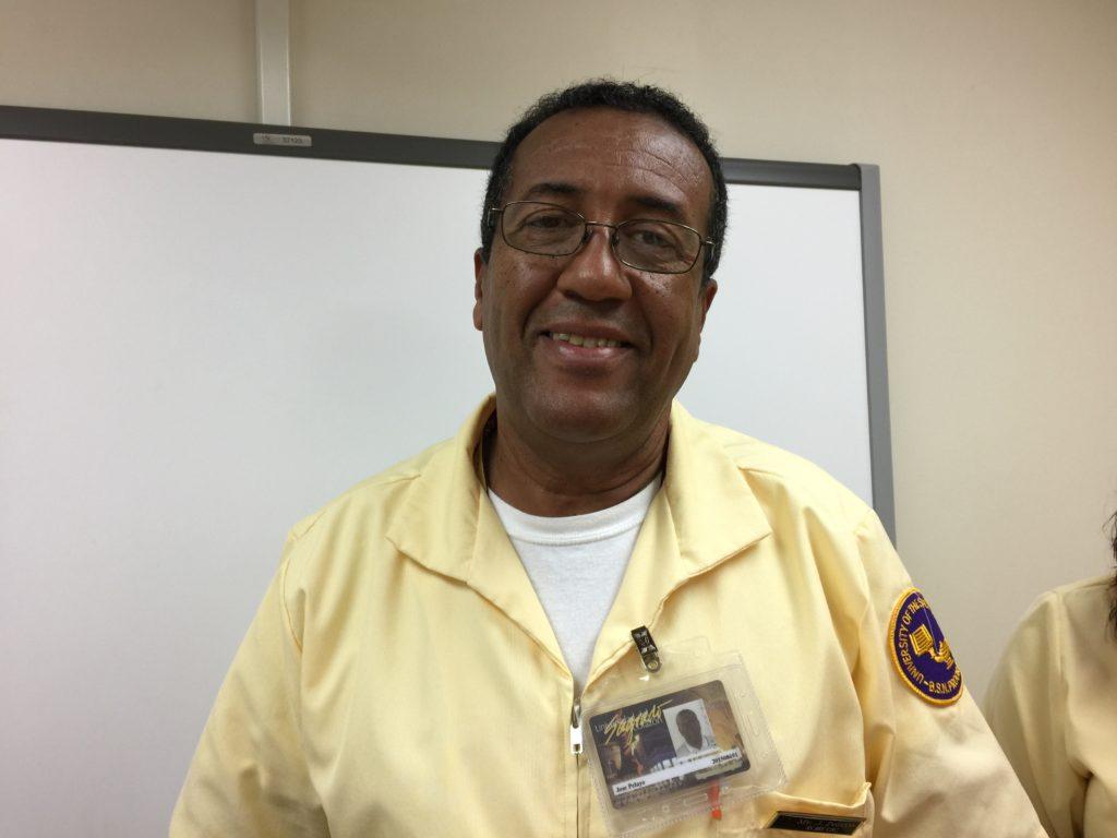 José Pelayo, residente de Carolina, planea irse este próximo año 2017 al estado de Florida. (Foto por Laura I. Pérez Feliciano)