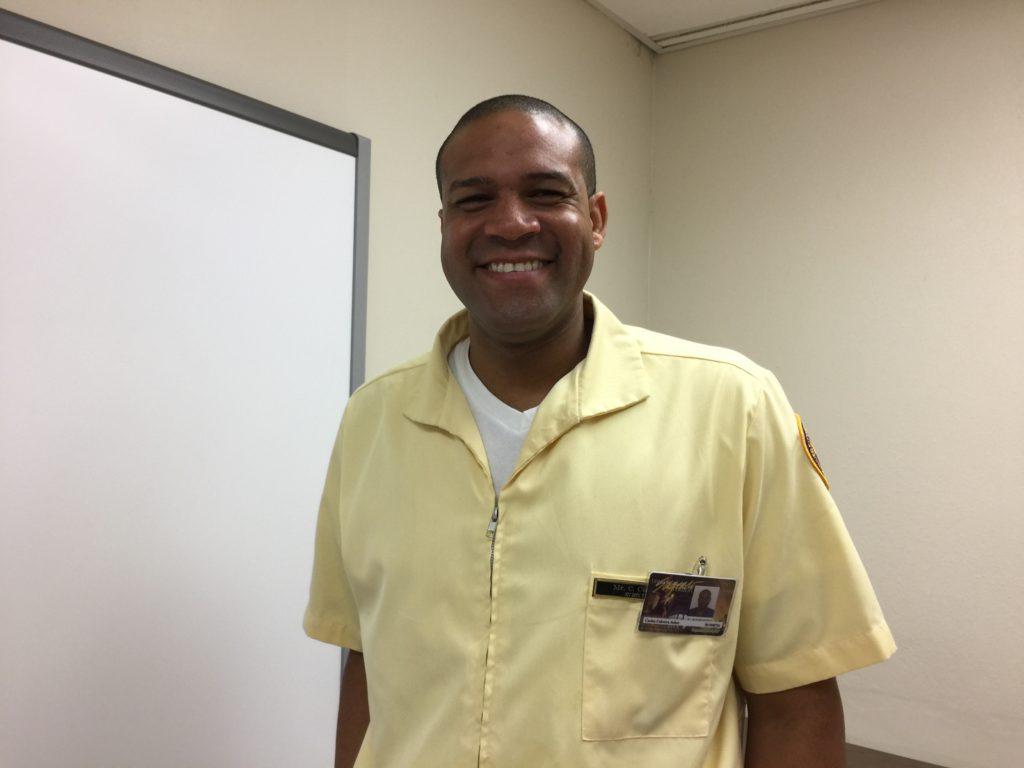 Carlos Cabrera, del pueblo de Morovis, decidió este mes irse al estado de Florida. (Foto por Laura I. Pérez Feliciano)